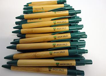 Bambusest pastapliiats Borneo digitrükiga