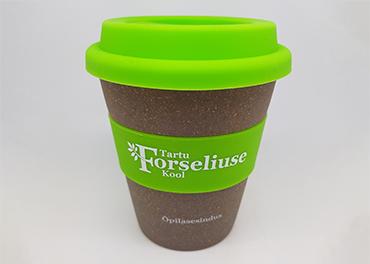 Kohvitops Tartu Forseliuse Kooli logoga