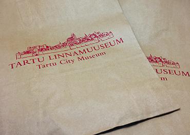 Ostukott Tartu Linnamuuseumi logoga
